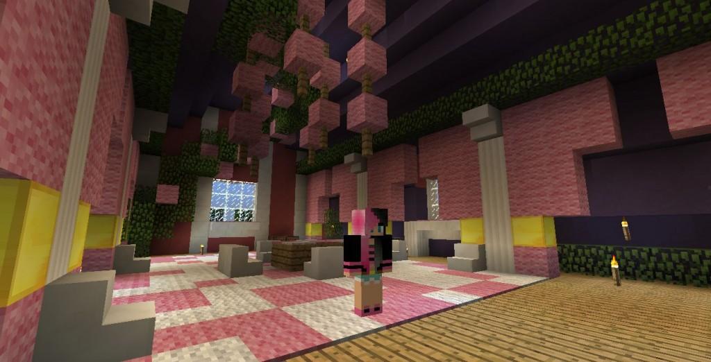 Vaaleanpunaisen huoneen keskellä seisoo pelihahmo.
