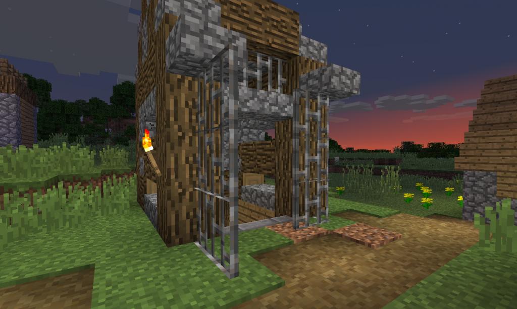 Pieni rakennus, jossa on ovi auki.